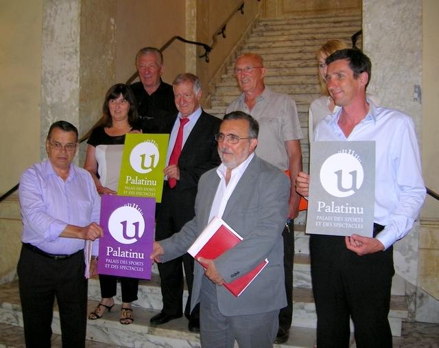 """Le nom officiel du nouveau """"Palatinu"""" des sports d'Ajaccio a été dévoilé lundi par l'équipe municipale en charge du projet, lors d'une cérémonie organisée à la mairie d'Ajaccio. (Photo : Yannis-Christophe Garcia)"""