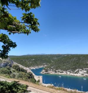 L'accès au port de Bonifacio vu du cimetière marin (Alain Hebrad)