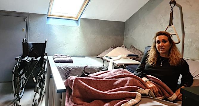 Maryline Taddei a dû réorganiser une pièce de son logement pour être hospitalisée à domicile. Crédits Photo : Pierre-Manuel Pescetti