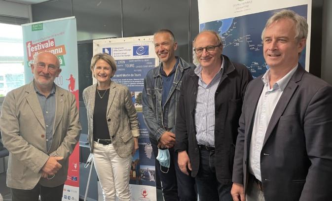 La présidente de l'ATC, Nanette Maupertuis, entourée notamment de Christian Andreani, de Michel Rossi, maire de Ville-di-Pietrabugnu, et d'Antoine Selosse à la Chambre des territoires à Bastia.