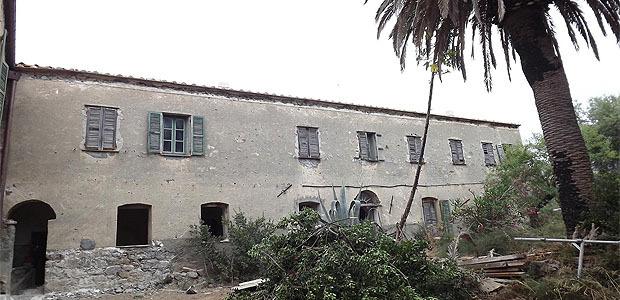 Vue d'ensemble de la cour intérieure du couvent Saint-François en cours de réhabilitation.