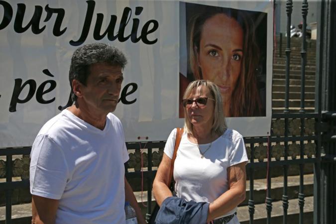 Les parents de Julie Douib  (/AFP/Pascal POCHARD-CASABIANCA)