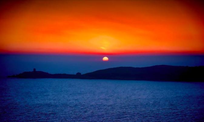 La photo du jour : coucher de soleil sur la tour d'Omigna