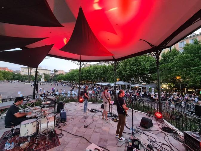 Le groupe Snail a animé la deuxième partie de soirée sur la place Saint-Nicolas. Crédits Photo : Pierre-Manuel Pescetti
