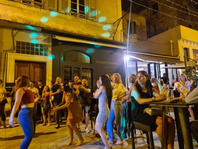 Les bastiais se sont lâchés pour cette édition inédite de la fête de la musique. Crédits Photo : Pierre-Manuel Pescetti