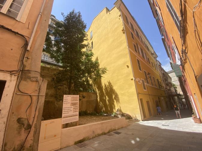 L'immeuble avec les 5 logements sera érigé à cet endroit.