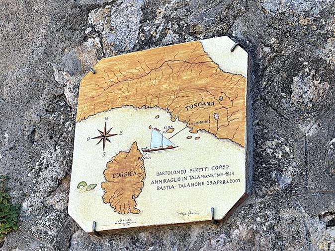 A Talamone une plaque rappelle les aventures de  Bartulumeo Peretti Corso