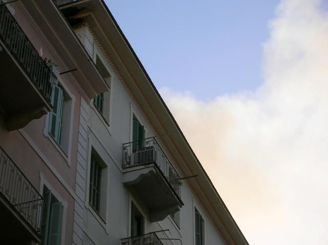 L'immeuble concerné ainsi que celui situé à côté ont été vite évacués. (Photo : Yannis-Christophe Garcia)
