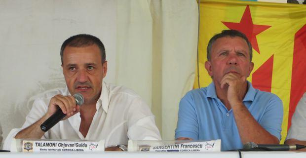 Jean-Guy Talamoni et François Sargentini, membres de l'Exécutif de Corsica Libera, pendant le débat sur la réforme institutionnelle.