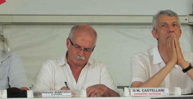 Jean Biancucci et Michel Castellani, représentant le groupe Femu a Corsica aux Ghjurnate di Corti.