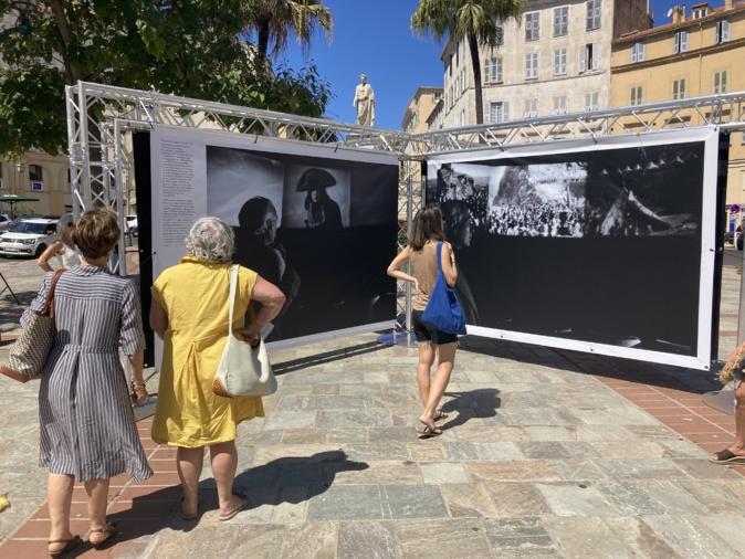 Locaux et touristiques peuvent désormais découvrir les différents visages de Napoléon. (Photo Julia Sereni)