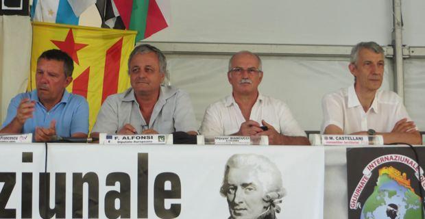 François Alfonsi, entouré des représentants des autres mouvances nationalistes lors du débat des Ghjurnate di Corti.