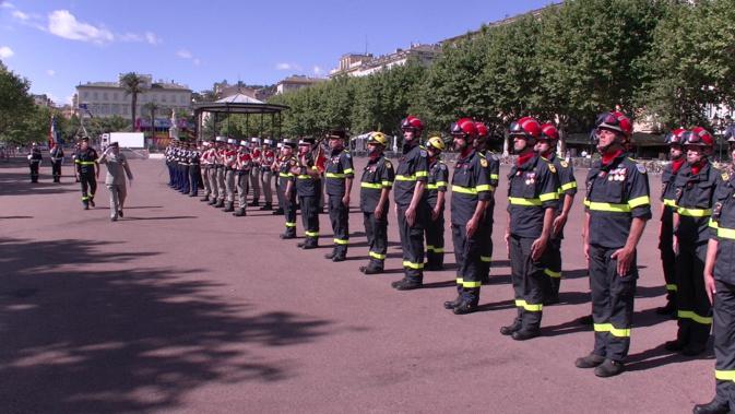 La revue des troupes a été effectuée par le Lieutenant Colonel Philippe Grosjean, Délégué Militaire Départemental adjoint de la Haute-Corse et autorité militaire présidant la cérémonie.