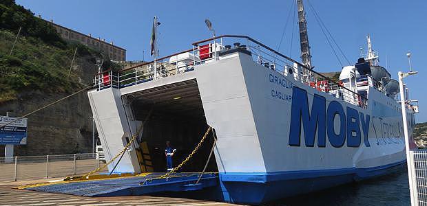Le ferry de Moby Lines assure la liaison Bonifacio - Santa Teresa di Gallura.