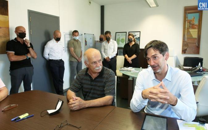 Passation de pouvoir dans les locaux de l'AUE de Corse entre Jean Biancucci et Julien Paolini. Photo : Michel Luccioni