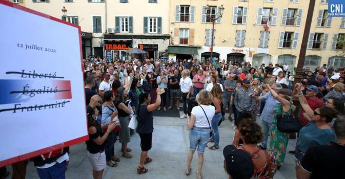 Environ 200 personnes avaient manifesté devant la préfecture d'Ajaccio le 13 juillet dernier. Photo : Michel Luccioni
