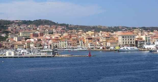 Le port de la Maddalena en Sardaigne.