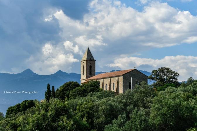 La photo du jour : entre ciel et terre, l'église de l'Immaculée Conception de Figari