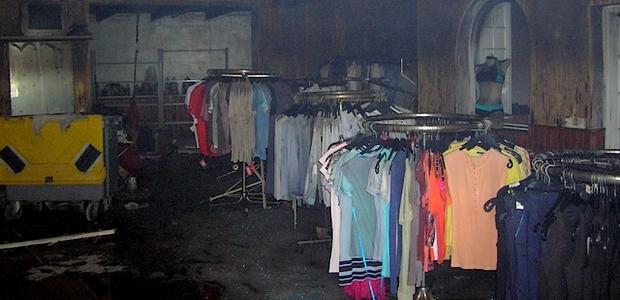 L'incendie d'une rare violence a entièrement détruit les vêtements et le local dans lequel ils étaient stockés. (Photo : Yannis-Christophe Garcia)
