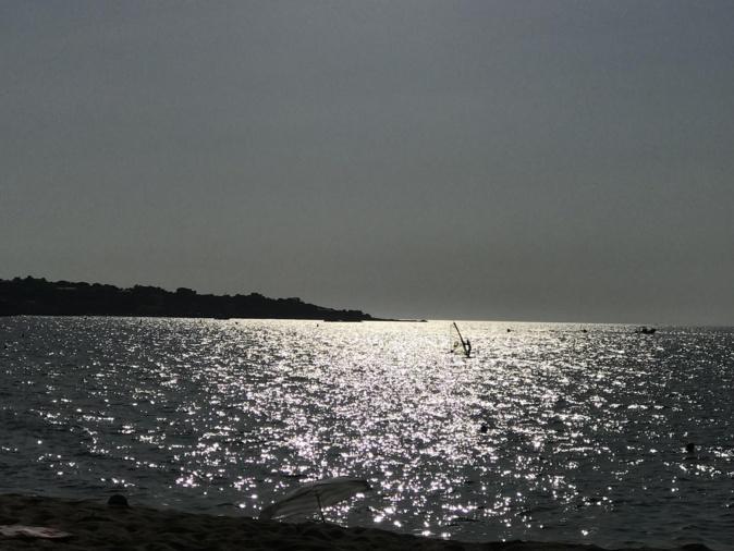 Wind surf à contre-jour (Renaud Kiselman)