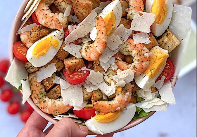 A table : salade caesar de gambas avec la petite cuisine de Marie
