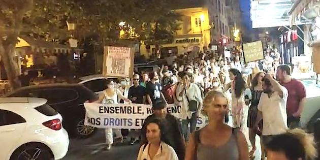 """""""Non au pass sanitaire"""" : plusieurs centaines de personnes dans les rues d'Ajaccio et de Bastia"""