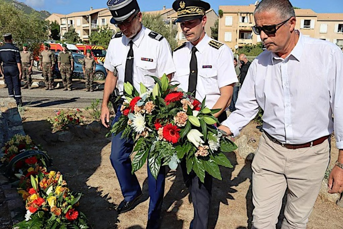 L'hommage du capitaine Marchandeau, de Florent Farge et Didier Bichieray (Photo SIS 2B COM)