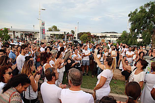 Porto-Vecchio : les anti pass sanitaire manifestent aux Quatre-chemins