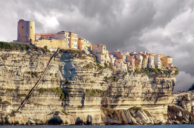 Bonifacio et l'extrême sud attirent beaucoup les célébrités qui profitent des hôtels luxueux et des balades en yacht autour de l'île. Crédits Photo : Pixabay