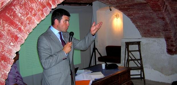 """François Casasoprana a présenté mardi soir à Ajaccio, en présence de ses proches collaborateurs, les 30 propositions du mouvement """"L'Esprit Démocrate"""" pour la ville. (Photo : Yannis-Christophe Garcia)"""