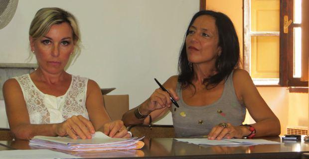 Me Linda Piperi, ancienne bâtonnière du barreau de Bastia, et l'artiste Patrizia Poli, membres du Collectif.