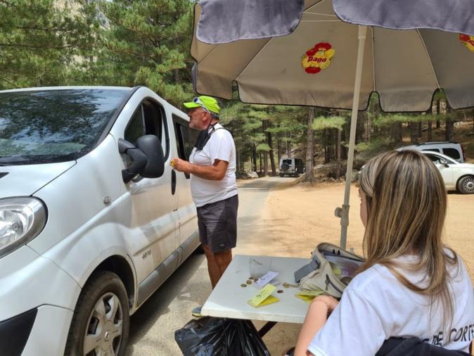 Jean Albertini donne les premières informations sur la conduite à tenir avant d'atteindre le terminus. Crédits Photo : Pierre-Manuel Pescetti