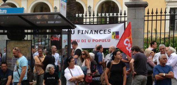 """Ajaccio : """"Une gerbe pour le défunt système social"""""""