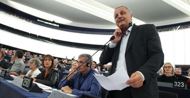 François Alfonsi, eurodéputé du groupe Verts-ALE, présente son rapport au Parlement européen à Strasbourg.