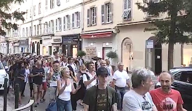 Corse : les opposants au pass sanitaire encore dans la rue