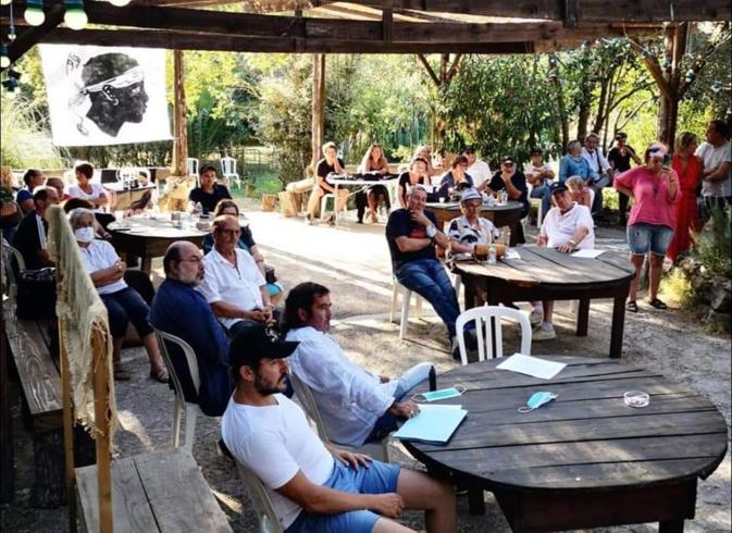 Les militants de Core in Fronte se sont retrouvés samedi à Sarrola-Carcopino. Photo : Core in Fronte