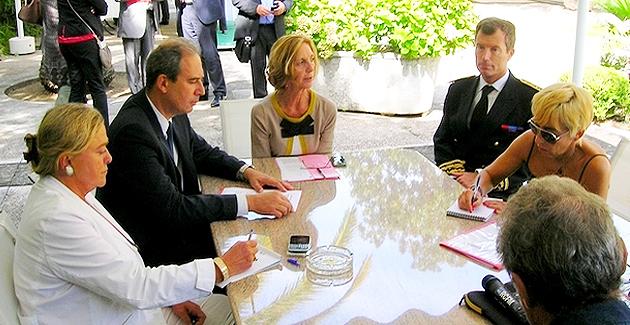 La ministre du commerce extérieur Nicole Bricq, le président de l'ADEC Jean Zuccarelli et le Préfet Christophe Mirmand, lors de la conférence de presse qui s'est tenue vendredi à la Préfecture d'Ajaccio. (Photo : Yannis-Christophe Garcia)