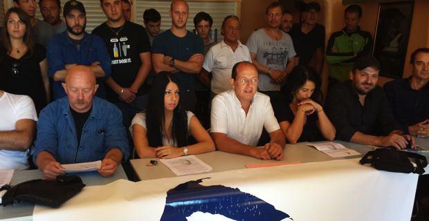 Le leader d'U Rinnovu, entouré des membres de la coordination nationale.