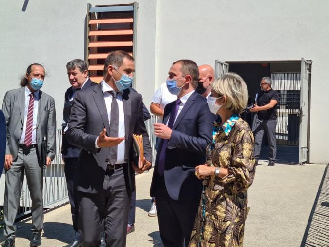 Le ministre Olivier Dussopt en pleine discussion avec le président de l'Executif Corse Gilles Simeoni et la présidente de l'Assemblée de Corse Nanette Maupertuis. Crédits Photo : Pierre-Manuel Pescetti.