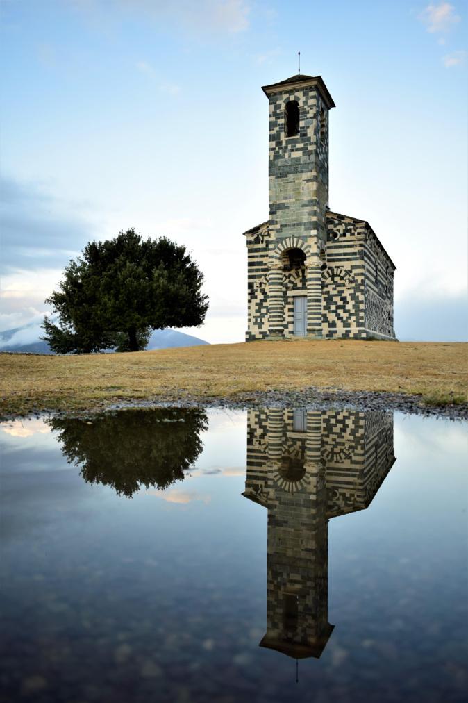 La photo du jour : le reflet de San Michele di Muratu