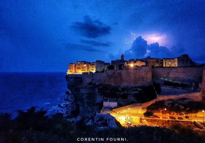 La photo du jour : nuit magique à Bonifacio