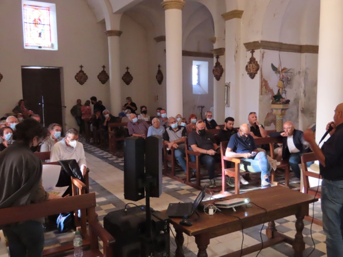 La réunion publique s'est tenue dans l'église du village le 27 août dernier. Crédits Photo : Jean Paul Rocca Serra