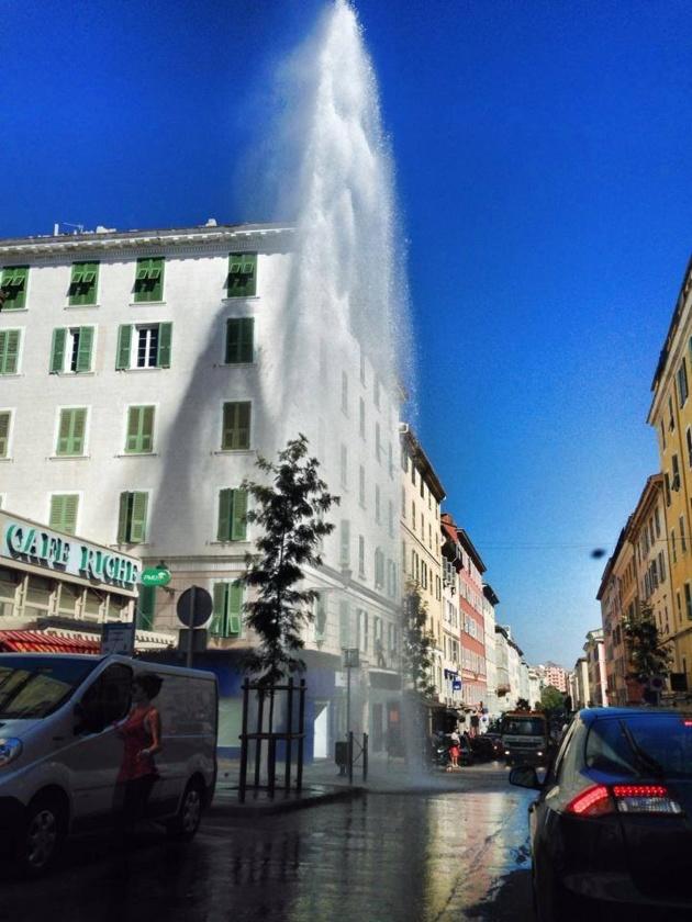 L'image du jour : Un geyser dans le centre-ville de Bastia