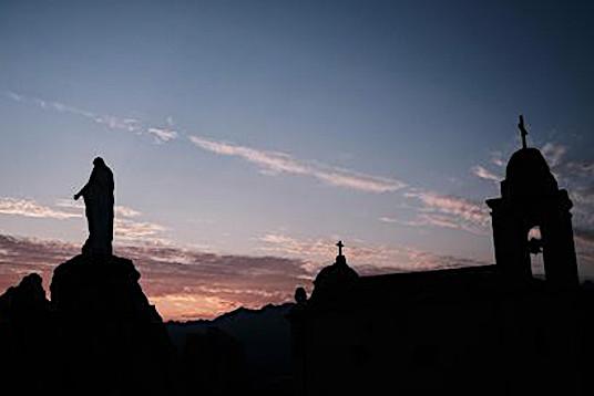La photo du jour : Notre Dame de la Serra au lever du soleil