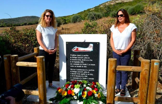 de gauche à droite Myriam et Isabelle filles du pilote Philippe Gallet