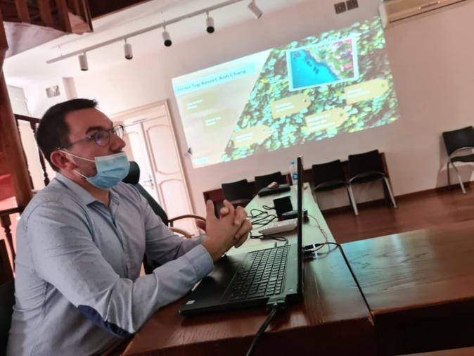 Lionel Fedida présente son rapport de stage pour valider sa première année de Master. Crédits Photo : Pierre-Manuel Pescetti
