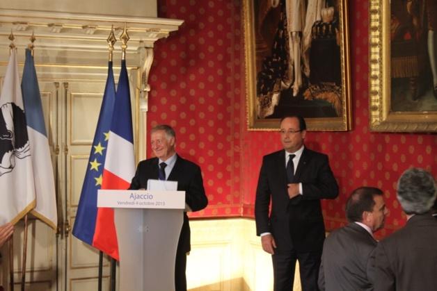 Simon Renucci et François Hollande à la mairie d'Ajaccio.