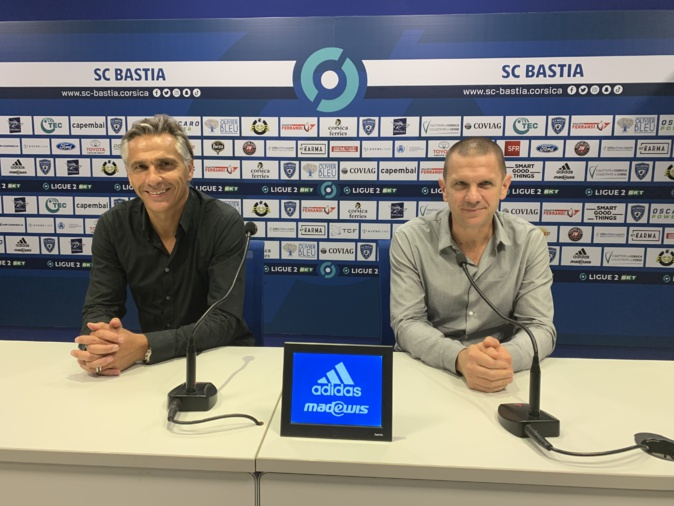 Le président du SCB, Claude Ferrandi (à dr) a présenté le nouvel entraineur du club, Régis Brouard.