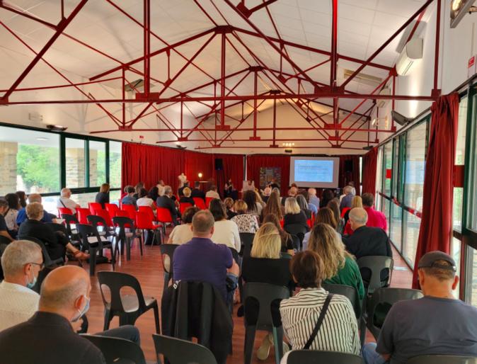 L'inauguration et la table ronde ont attiré plus d'une centaine de personnes sur le site Prumitei. Crédits Photo : Paulu Santu Parigi