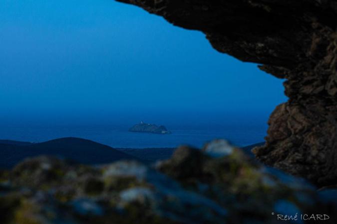 La photo du jour :  l'îlot de la Giraglia a la tombée de la nuit